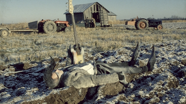 Shorts2Features: Leningrad Cowboys Go America