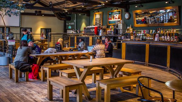 Café/Bar Closed Until 17:30